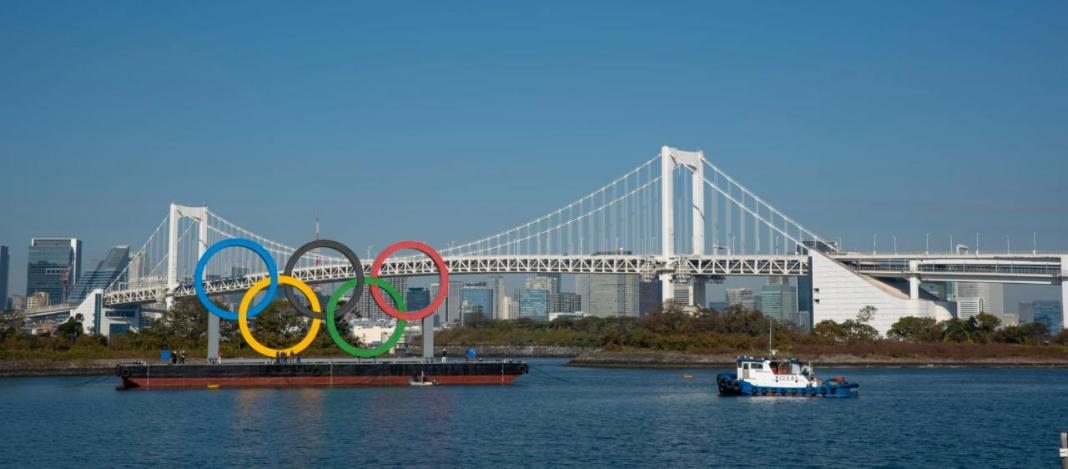 Los aros olímpicos han sido colocados de nuevo en Tokio