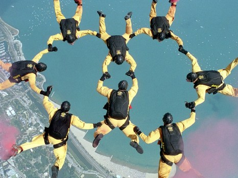 skydiving-658404_1920