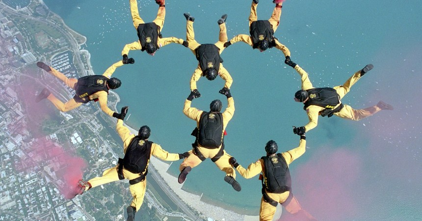 skydiving-658404_1920
