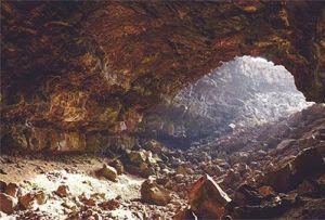 Cueva grande deshabitada