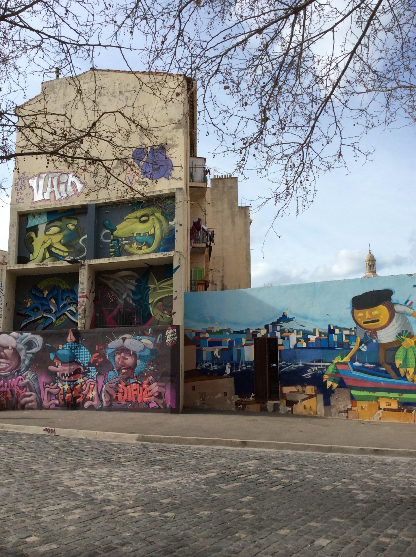 quartier du vieux panier à marseille graffiti