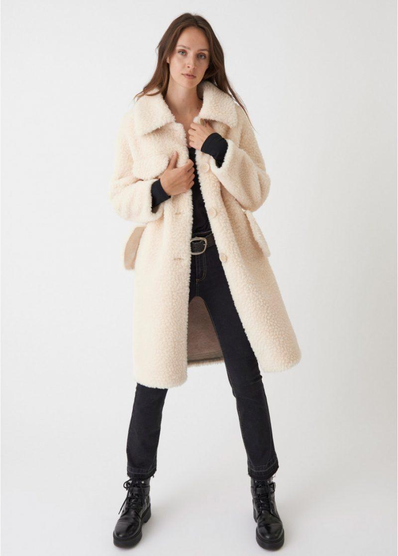 le manteau fausse fourrure