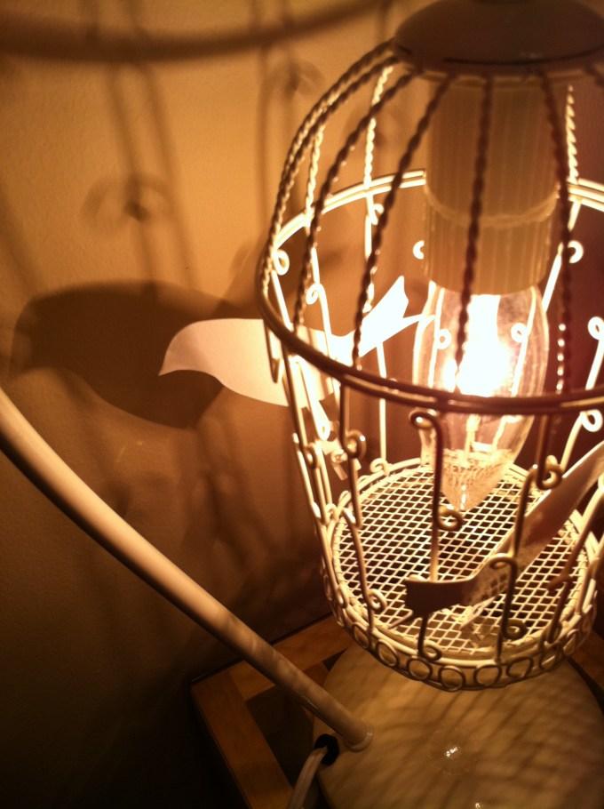恵比寿・代官山 エンネ鍼灸治療院の鳥のランプ