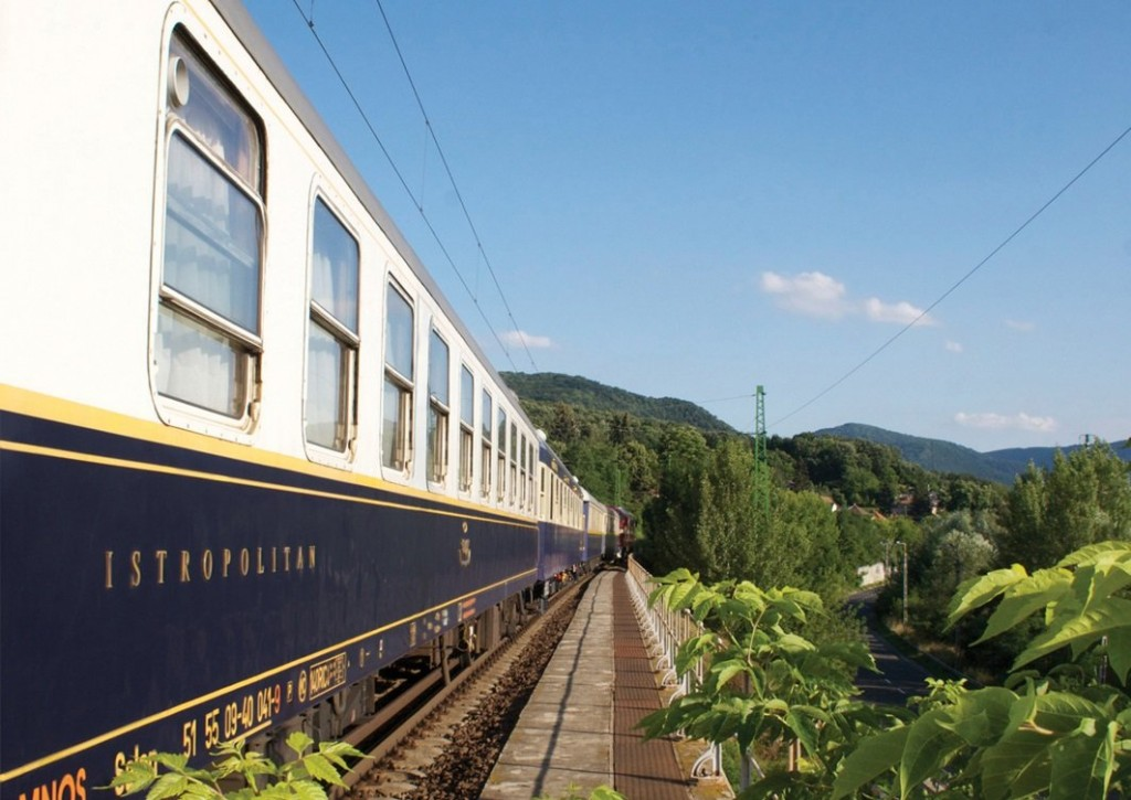 10-of-the-most-scenic-train-routes-in-the-world-1