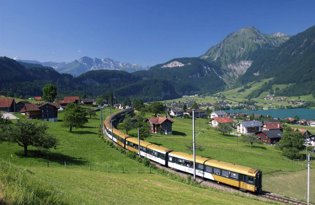 10-of-the-most-scenic-train-routes-in-the-world-2