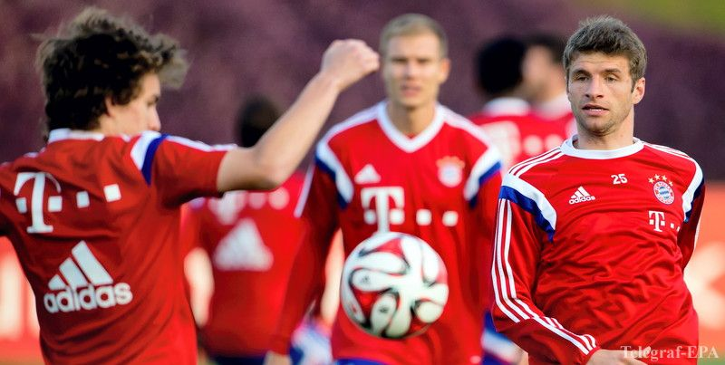 epa04563285 Munich's Gianluca Gaudino (L-R), Holger Badstuber, and Thomas Mueller in action during a training session in Doha, Qatar, 16 January 2015. Bayern Munich stays in Qatar until 17 January 2015 to prepare for the second half of the German Bundesliga season. EPA/SVEN HOPPE