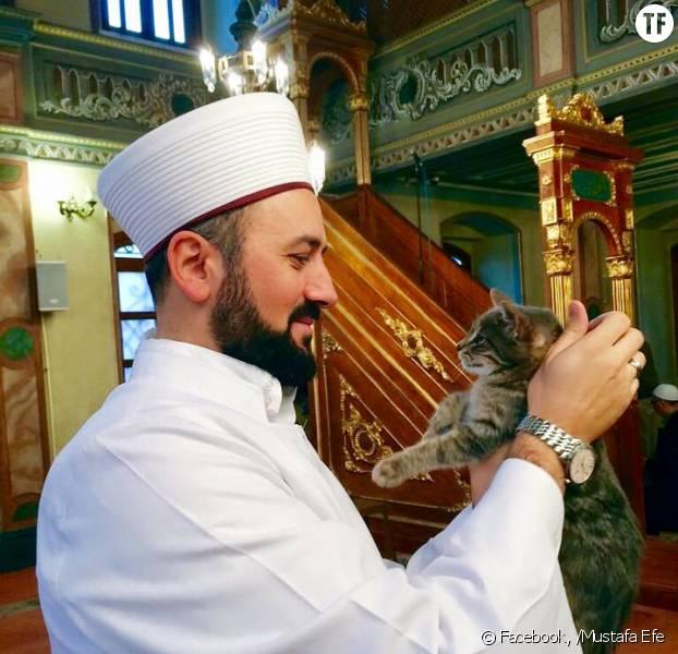 imam-mustafa-efe-accueille-les-chats-e-622x600-3