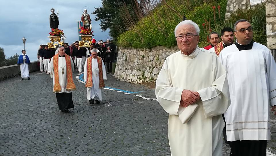 ef2f3dc89ca9 Festa dei Santi Giovanni e Ciro 2018. La processione coi pescatori ...