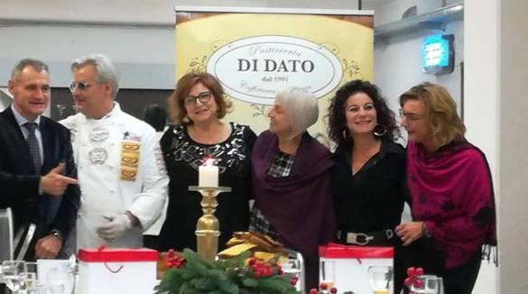 """Angri / Tramonti . Presentato """"Divina"""" il panettone di Gerardo Di Dato dedicato alla cara Rita Russo"""
