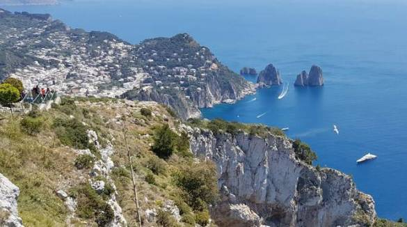 Sul tetto di Capri a Monte Solaro riapre la Canzone del Cielo, un tour nella natura e nella storia tra bistrot, restaurant e boutique