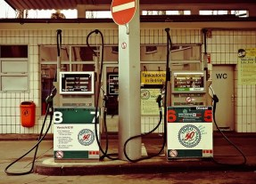 16. Sich erinnern, an welcher Seite des Autos die Klappe für das Benzin ist