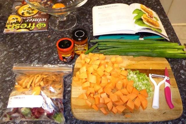 Chopping board with cut vegetables.