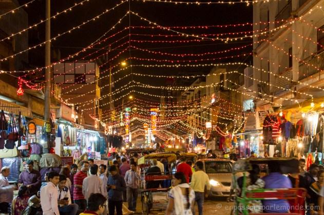 Main Bazar de nuit