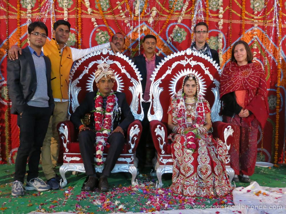 Photo avec les mariés (Umesh est en jaune)
