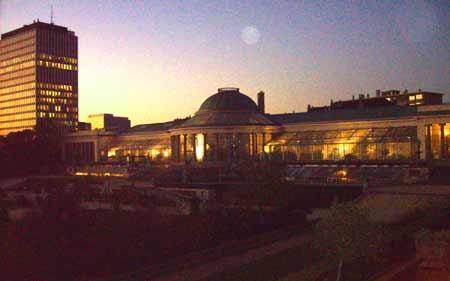 El botánico de Bruxelles. Aqui al lado aparcamos, aqui al lado está el hotel.
