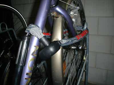 Pedazo de candado pa' la bici.