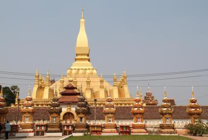 Pha That Luang, ENREDANDO
