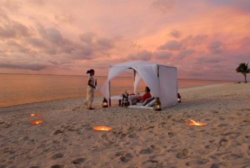 Pacific Resort Aitutaki Beach dinner -baja