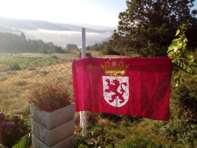 Vilarmeao en Ourense, con un mar de niebla sobre el embalse de O Bao