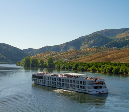 Crucero portugués en_Barca_d'Alva_-_La_Fregeneda