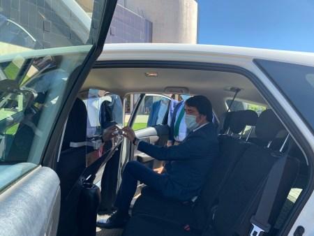 La Junta hace entrega a los taxistas de la provincia de León de mamparas