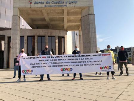 La Hostelería organiza una caravana de coches en León
