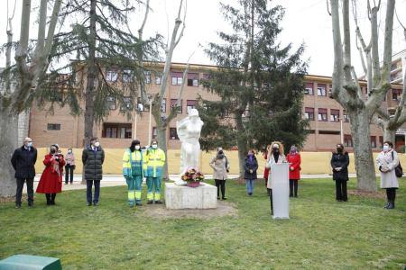 ofrenda floral abren los actos de reconocimiento en el Día Internacional de la Mujer en Salamanca