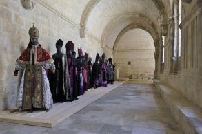 CHRISTIAN LACROIX Costumes pour le chœur homme, Cauchemar de « Aïda » de Verdi, Opéra de Cologne