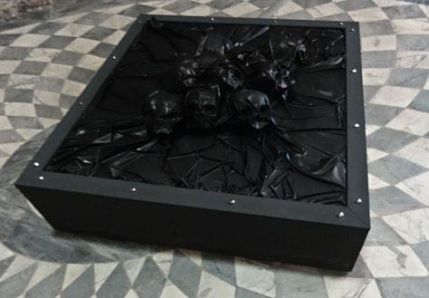 Stéphane Protic, Reliquaire, 2008. Bois, latex, VMC. Courtesy Galerie Bertrand Baraudou, Paris.