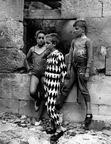 Lucien Clergue, Saltimbanques, Arles, 1954_1