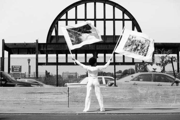 Pier 54, A Human Right to Passage, 2014, tirage noir & blanc, 30 x 45 cm. Photo by Liz Ligon. Copyright 2014 LaToya Ruby Frazier, Liz Ligon, and Friends of the High Line. Commissioned and produced by Friends of the High Line. Courtesy Galerie Michel Rein, Paris. © LaToya Ruby Frazier
