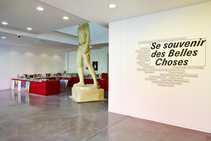 Se souvenir des Belles Choses, vue de l'exposition, Musée régional d'art contemporain, Sérignan, 2016 (Hall d'accueil - Simone Decker, Ghosts, 2004). Photo : JC Lett