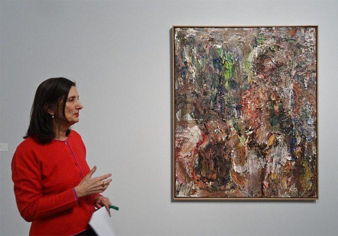 Bice Curiger directrice artistique de la Fondation Vincent Van Gogh Arles et commissaire de l'exposition Très traits