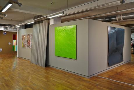 Diverses séries de Cédric Teisseire et les plaques de tôle ondulée de Xavier Theunis… Serial Painter à la Galerie du 5ème, Marseille - Photo : J.C. Lett ©jcLett