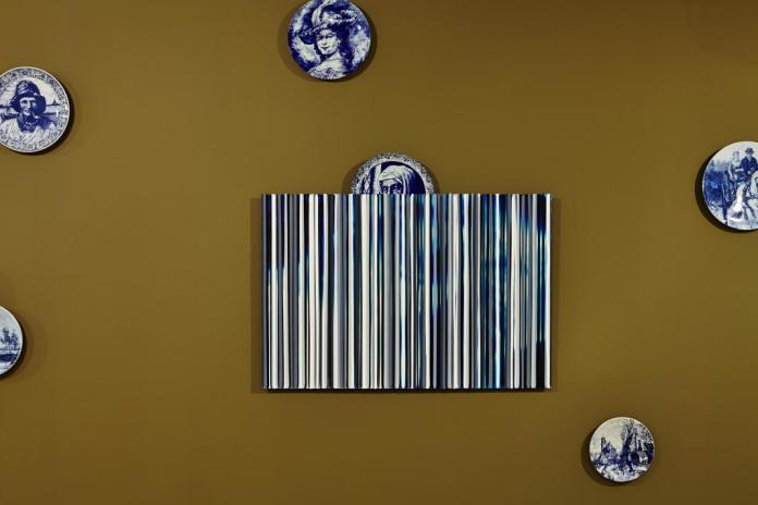 Collection d'assiettes en faïence de Pascal Pinaud, Alias, 2014 de Cédric Teisseire… Serial Painter à la Galerie du 5ème, Marseille - Photo : J.C. Lett ©jcLett