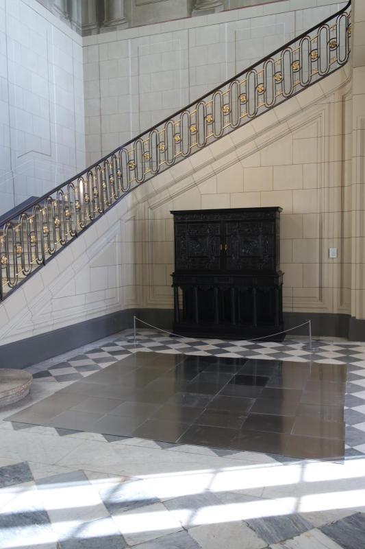 Carl André, Aluminum Square Seven, 2003, Collection Francis Solet - Les Possédés - chapitre 1 au Château Borély, Marseille