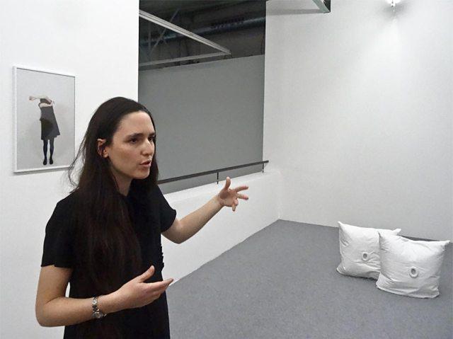 Emma Dusong, devant Ta voix, 2013 - Suivre sa voix, CRAC Sète, 2016
