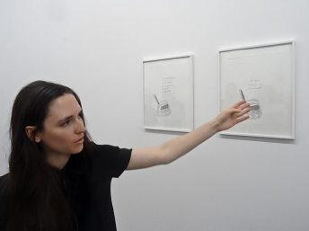 Emma Dusong, devant la serie de gravures Ayúdame, 2016 - Suivre sa voix, CRAC Sète, 2016