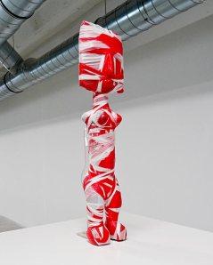 Les Possédés - Chapitre 2 - Kendell Geers, T.O.T.I (112), 2002, bandes de plastique rouges et blanches autour d'un objet, exemplaire unique. Collection Xoual.