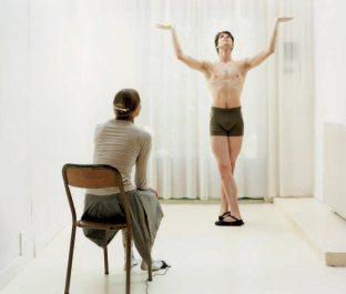 Elina Brotherus, Artiste avec danseur en Apollon, 2007