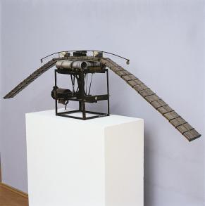 Panamarenko Verti-vortex 1981 Maquette d'un vaisseau spatial Fer, caoutchouc et aimant permanent © Panamarenko, Collection Frac Nord-Pas de Calais