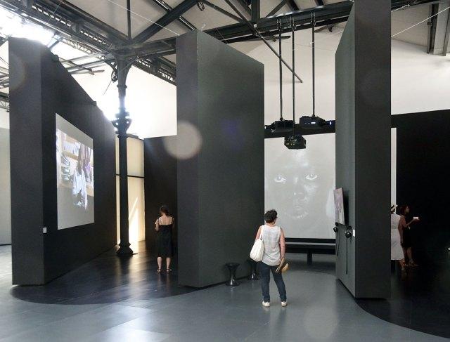 Zanele Muholi - «Somnyama Ngonyama» - Fondation LUMA Arles, La Mécanique Générale, Arles 2016 - Vue de l'exposition -Espace Vidéo