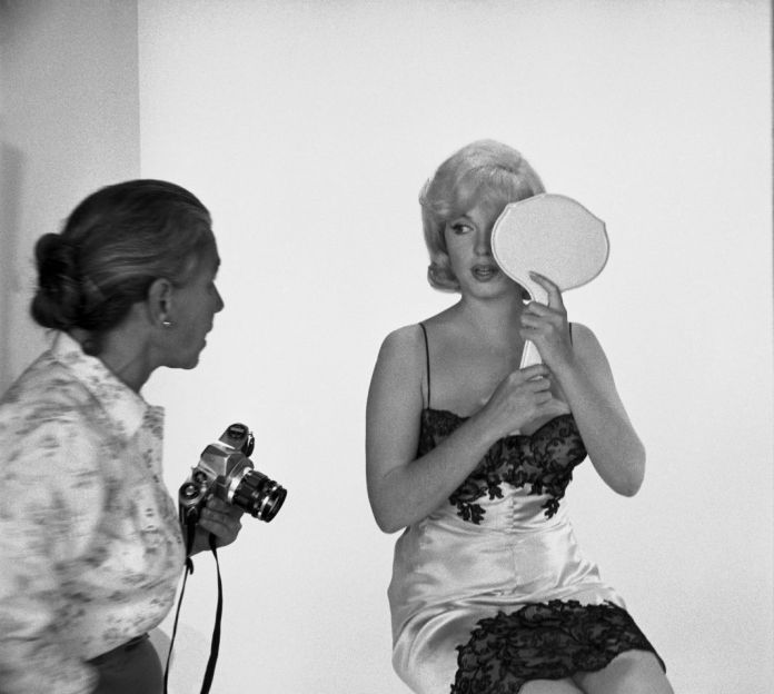 Eve Arnold USA. Marilyn MONROE during the filming of 'The Misfits'. 1960 © Eve Arnold/Magnum Photos