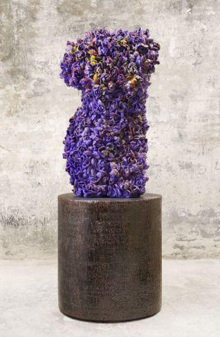 Exposition La Traversée - Johan Creten, Odore di Femmina – La Malcontenta, 2015. Grès émaillé coloré, 100 x 54 x 46 cm. Unique. Courtesy Johan Creten. © Gerrit Schreurs