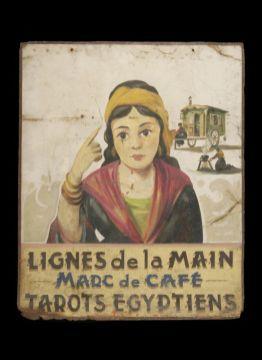 """Plaque de voyante """"Lignes de la main - Marc de café - Tarots égyptiens"""", 1950, tôle peinte, 79,9 x 64,7 cm. Mucem, Marseille © Mucem"""
