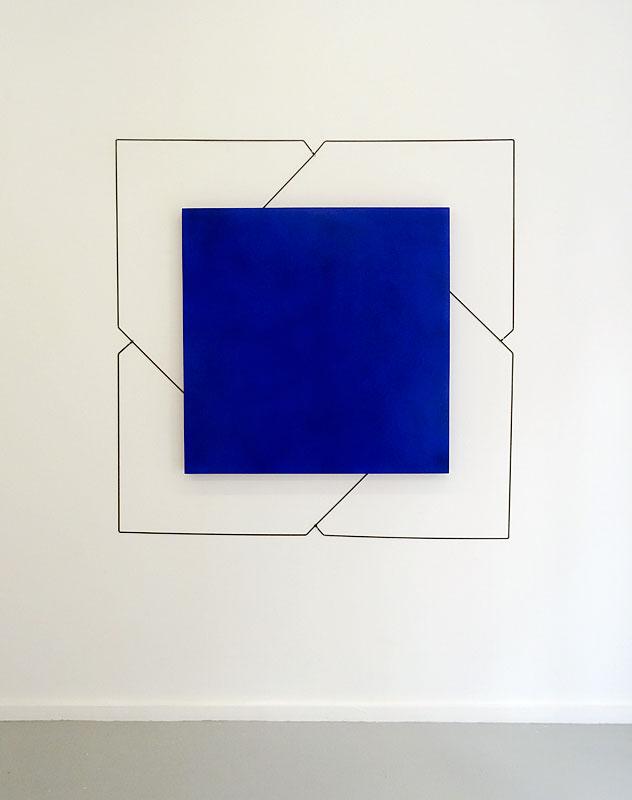 Mehdi Moutashar, Trois carrés dont un pivotant à 45°, 2015, acrylique sur bois et fil élastique, 150 x 150 cm