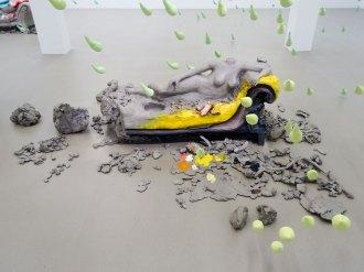Urs Fischer, 3, 2014 - «Mon cher…» à la Fondation Vincent van Gogh Arles. Bronze moulé, apprêt acrylique, enduit, peinture à l'huile / Cast bronze, acrylic primer, gesso, oil paint EA d'une édition de 2 & 1 EA / AP of Edition of 2 & 1 AP Collection privée / Private collection