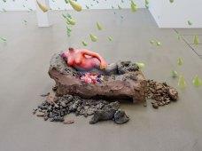 Urs Fischer, 4, 2014 - «Mon cher…» à la Fondation Vincent van Gogh Arles. Bronze moulé, peinture à l'huile, feuille d'or, bol d'Arménie, apprêt acrylique, enduit à base de craie, colle de peau de lapin / Cast bronze, oil paint, gold leaf, clay bole, acrylic primer, chalk gesso, rabbit skin glue EA d'une édition de 2 & 1 EA / AP of Edition of 2 & 1 AP Collection privée / Private collection