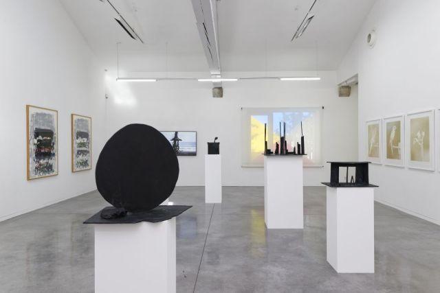 Vues de l'exposition La Promenade, 2016. Œuvres issues du dépôt long du Cnap. Mrac Occitanie Pyrénées-Méditerranée, Sérignan. © Aurélien Mole