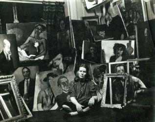 Alice Neel dans son appartement de Spanish Harlem vers 1940 Succession d'Alice Neel Crédit photo : Sam Brody